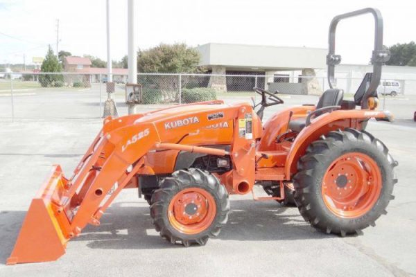 kubota L3901 HST Tractor